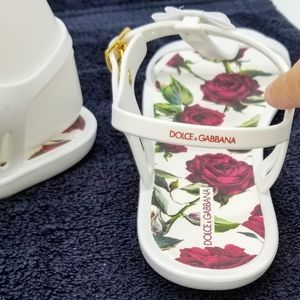 NWOT-DOLCE & GABBANA T-Strap Sandals Size 35